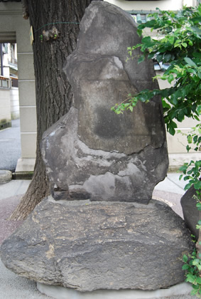 菅沼定敬の歌碑